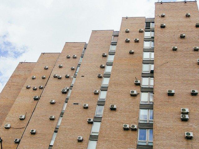klimatizace na budově.jpg