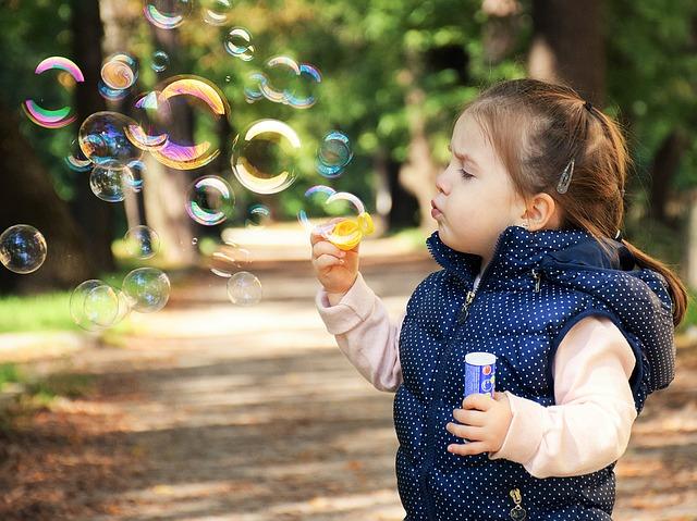 foukání bublinek