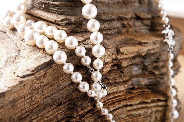 pověšené perly