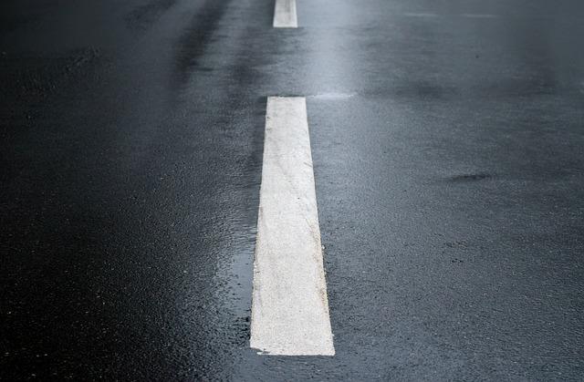 čára na silnici