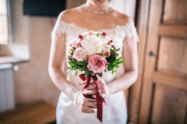 nevěsta svatební kytice